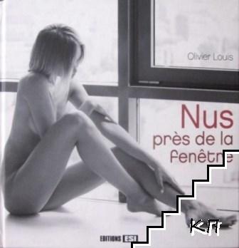 Nus près de la fenêtre